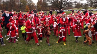 Sevenoaks Santa Run for British Heart Foundation warm up with SLJ Fitness